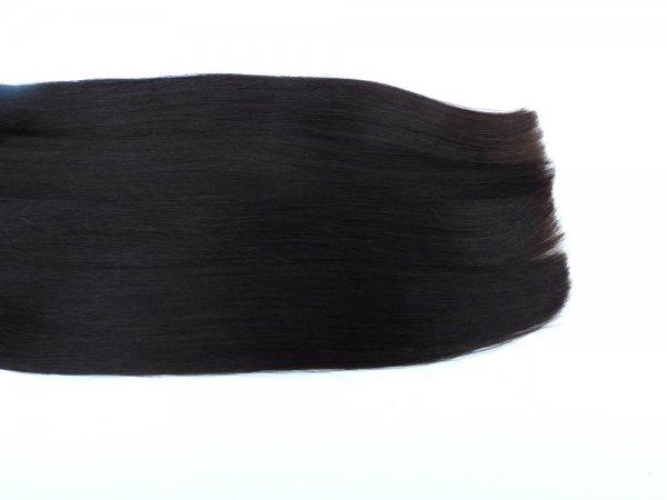 Tmavé vlasy husté v koncích