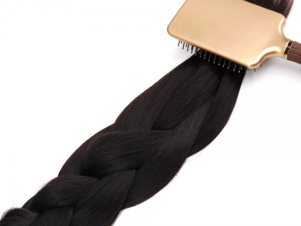 Tmavé panenské husté vlasy