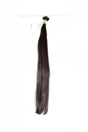 Tmavé husté vlasy k prodloužení.