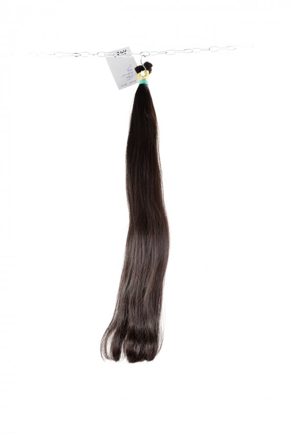 Přírodní vlasy husté v koncích.