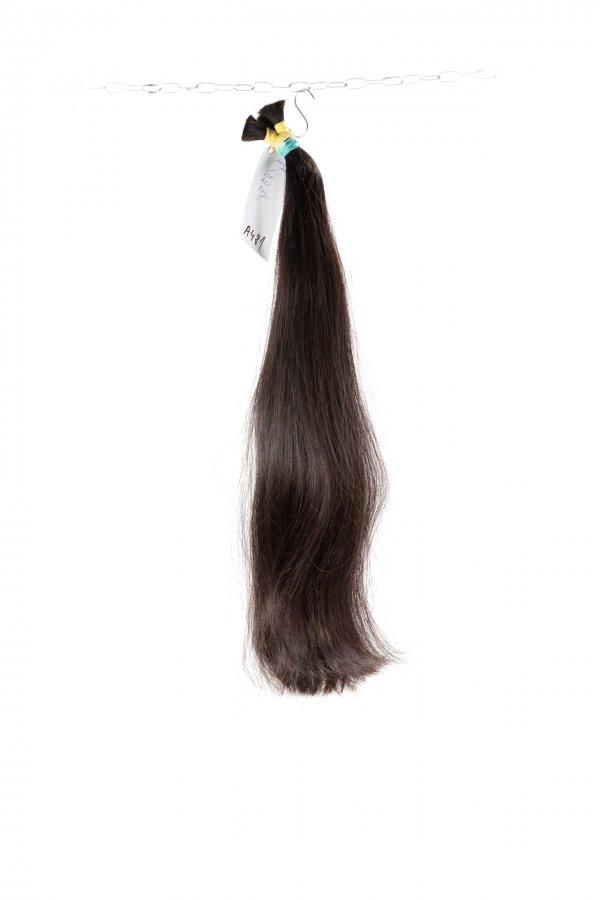 Tmavé pevné vlasy k prodloužení.