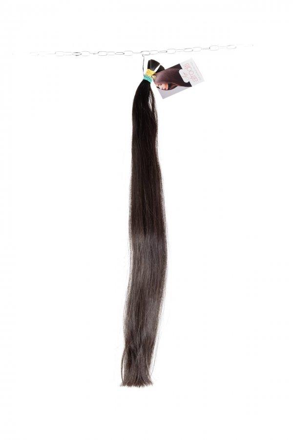Tmavé rovné vlasy k prodloužení.