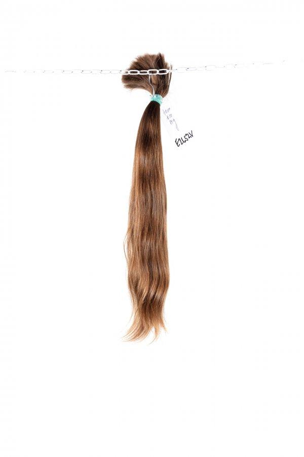 Objemné hnědé vlasy
