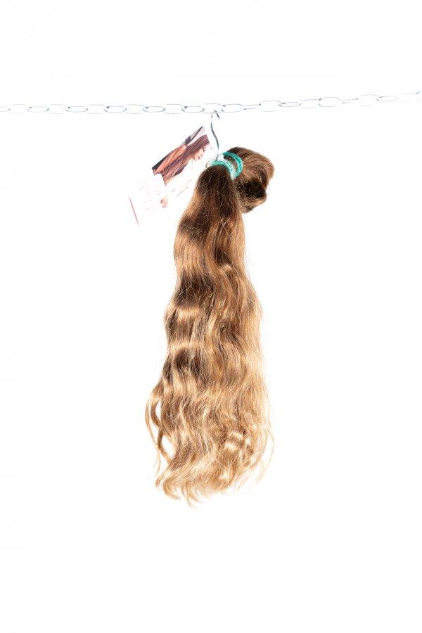 Krásné vlnité vlasy na prodlužování