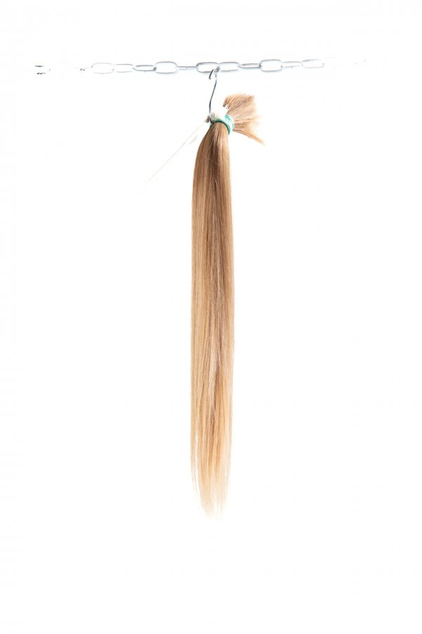 Rovné světlé vlasy na prodlužování vlasů.
