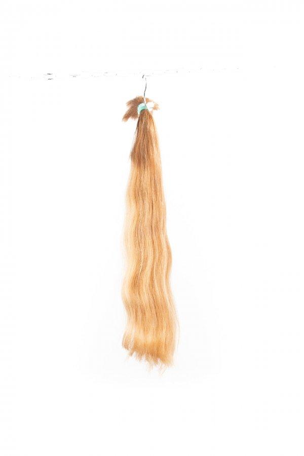 Lehká vlna přírodních blond odstínů.