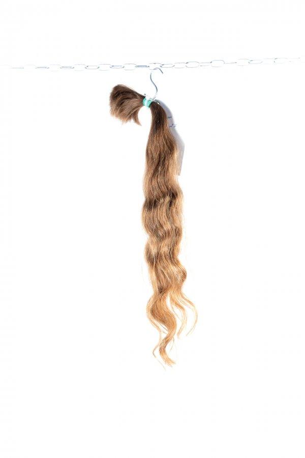 Světlé vlnité vlasy na prodlužování