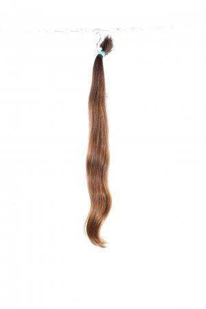 Panenské vlasy s lehkou vlnou