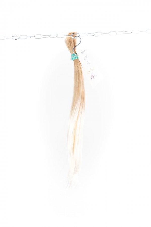 Rovné nebarvené světlé blond vlasy k prodlužování.
