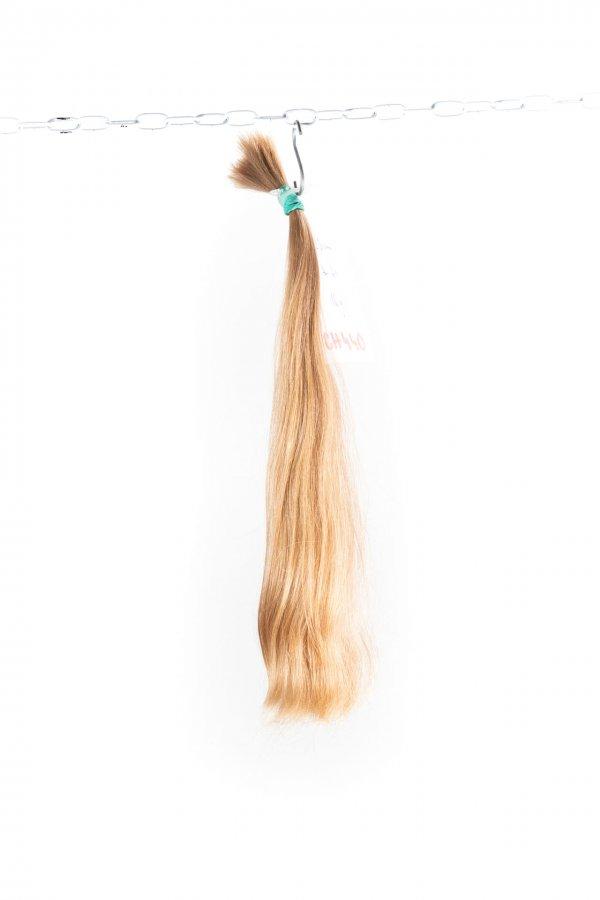 Rovné nebarvené jemné vlasy k prodlužování.