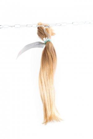 Rovné nebarvené světlé odstíny vlasů na prodloužení.