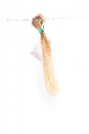 Rovné nebarvené blond vlasy k prodloužení.