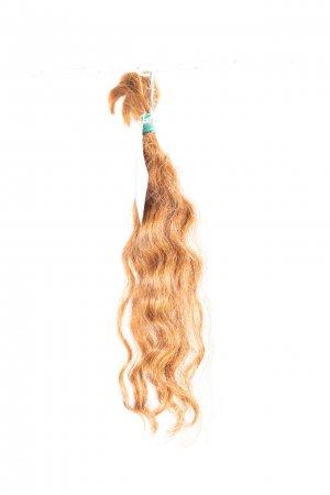 Vlnité světlé vlasy k prodlužování vlasů.