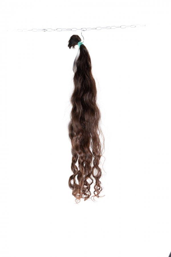 Pevná vlna v hnědém odstínu řeckých vlasů