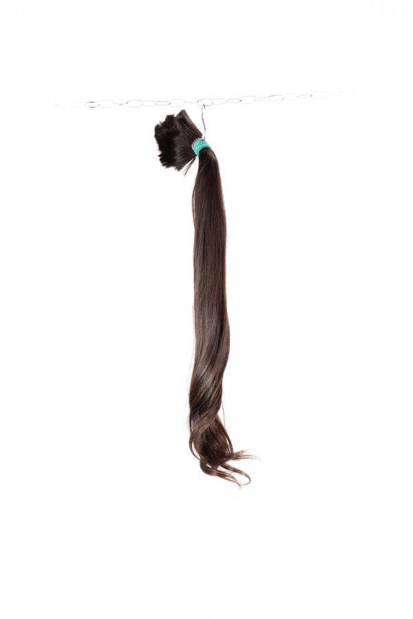 Vlna v koncích na hnědých vlasech k prodlužování