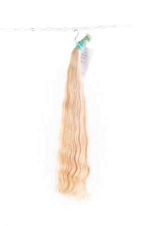 Luxusní ruské blond vlnité vlasy.
