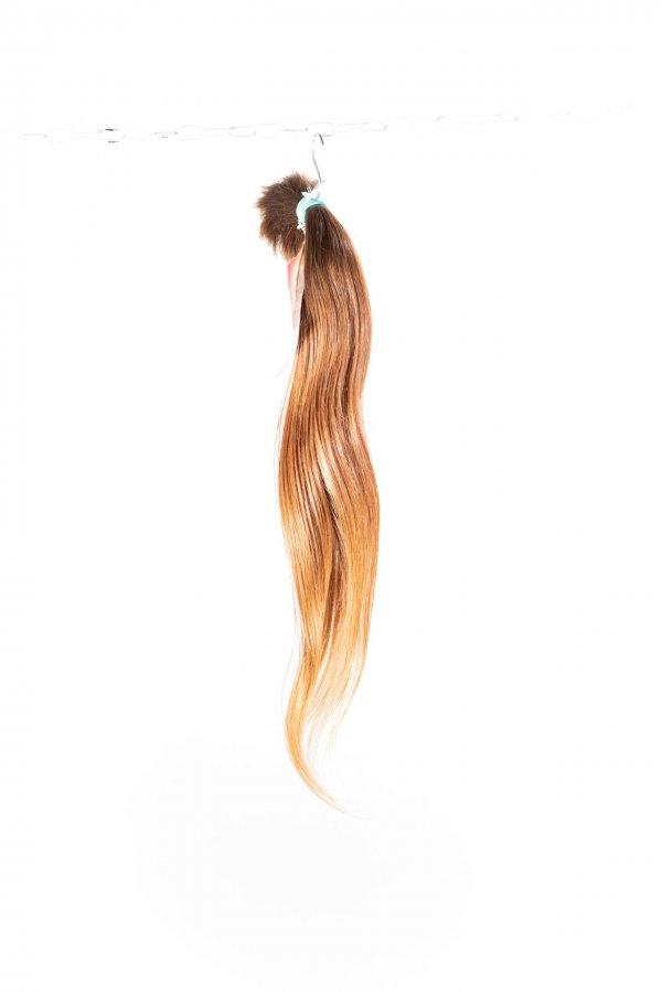 Světle hnědé vlasy pro prodloužení vlasů.