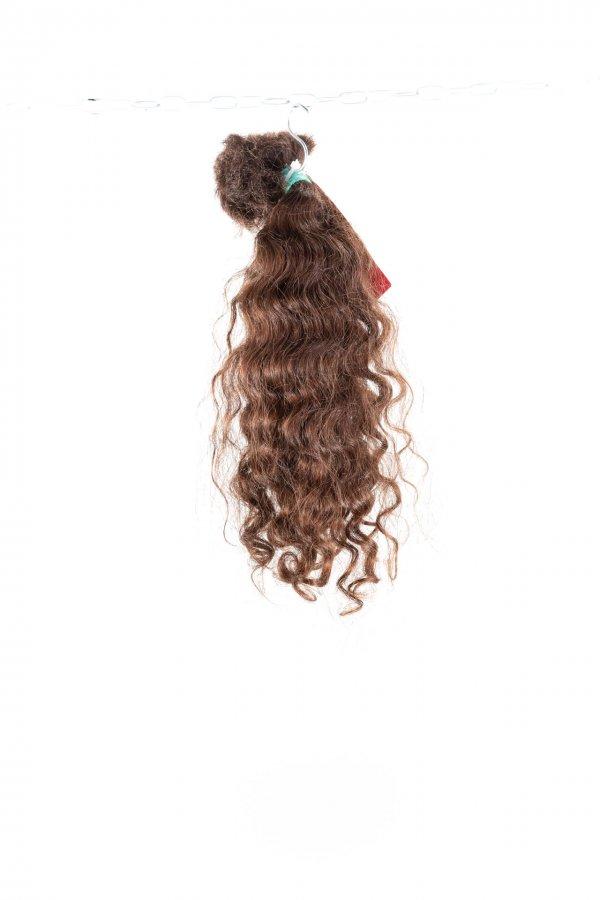 Kudrnaté hnědé vlasy k prodlužování.