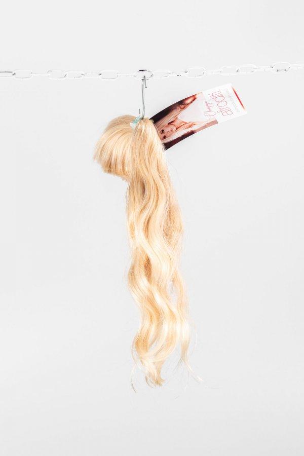 Vlnité přírodní blond vlasy