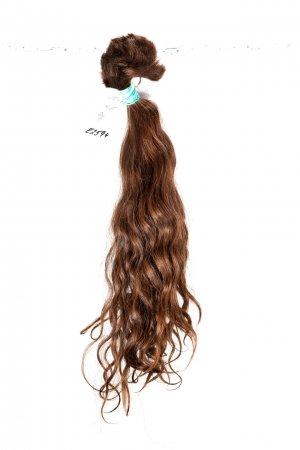 Evropské vlnité vlasy v hnědém odstínu