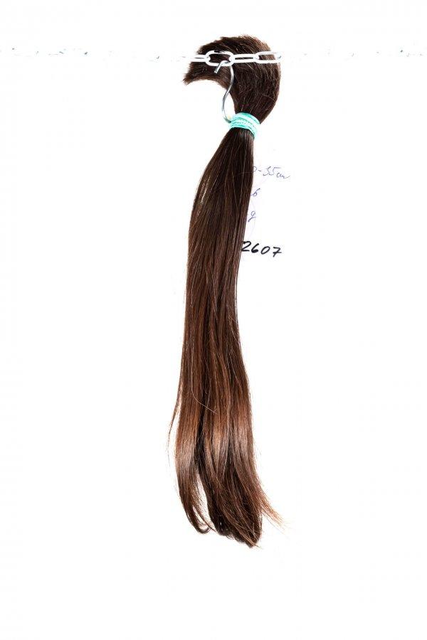 Tmavé rovné vlasy evropského původu