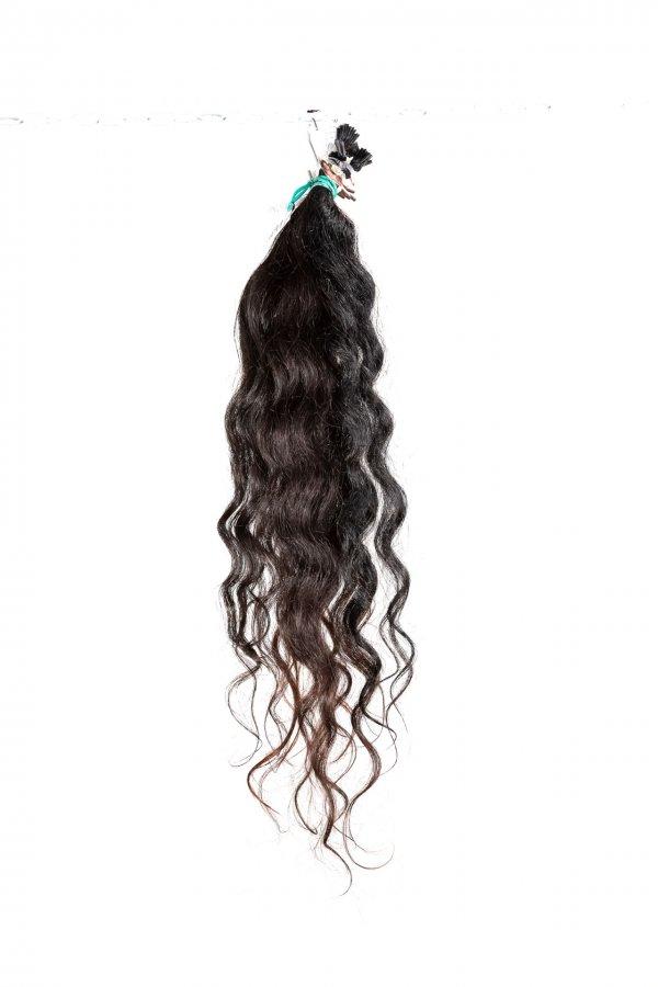 Vlnité černé vlasy