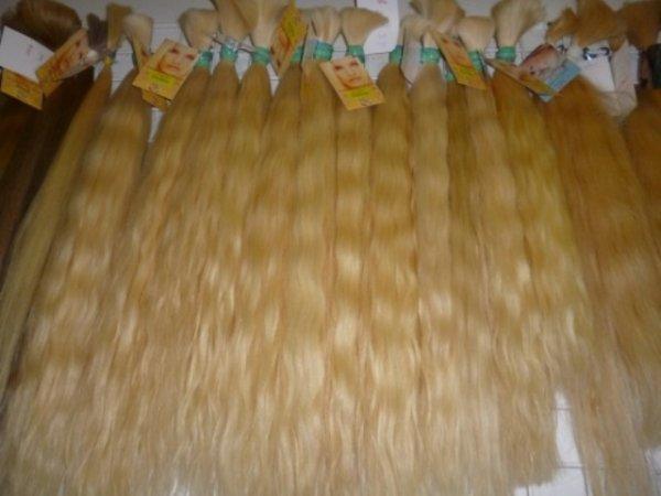 platinia vlnite blond vlasy