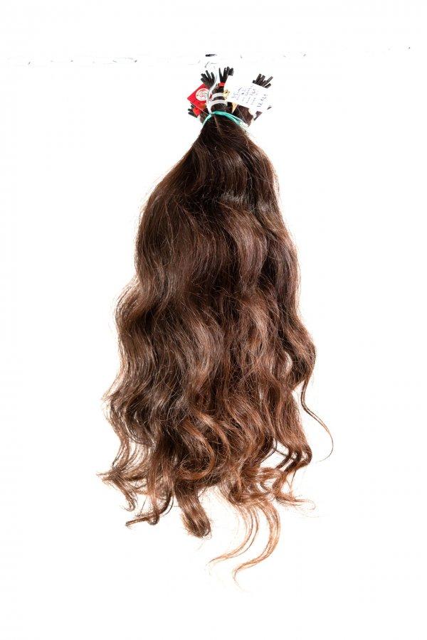 Vlnité hnědé vlasy