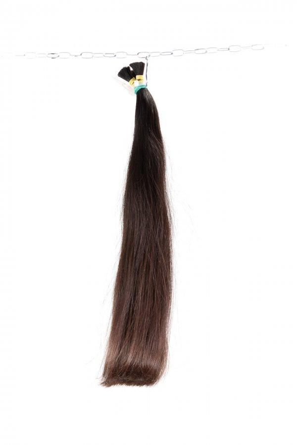 Tmavě hnědé husté vlasy Agapé.