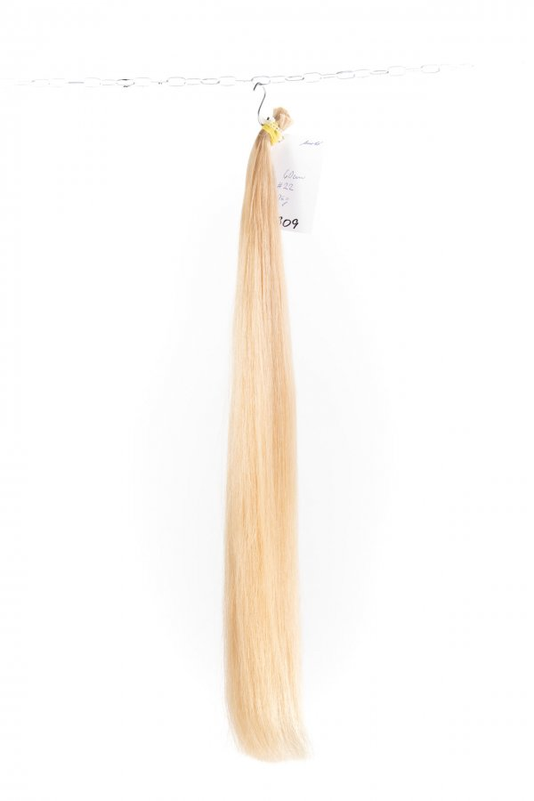 Dlouhé Rovné světlé culíky na prodlužování vlasů.