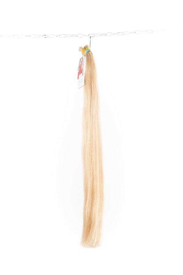 Rovné světlé barvené vlasy na prodlužování vlasů.