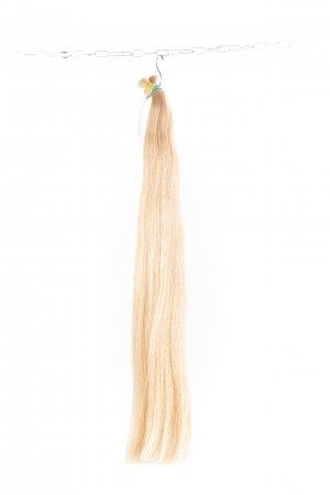 Světlé barvené vlasy na prodlužování vlasů.