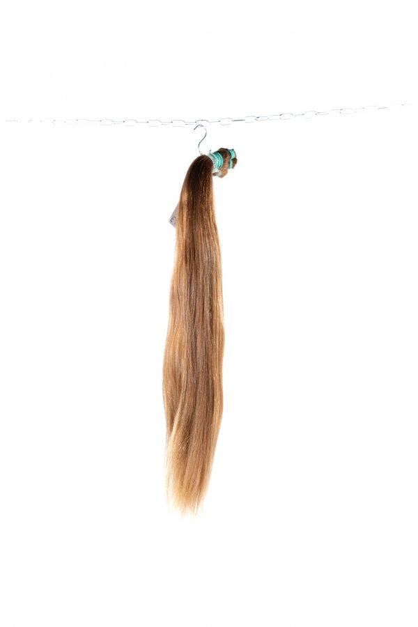 České rovné světlé vlasy