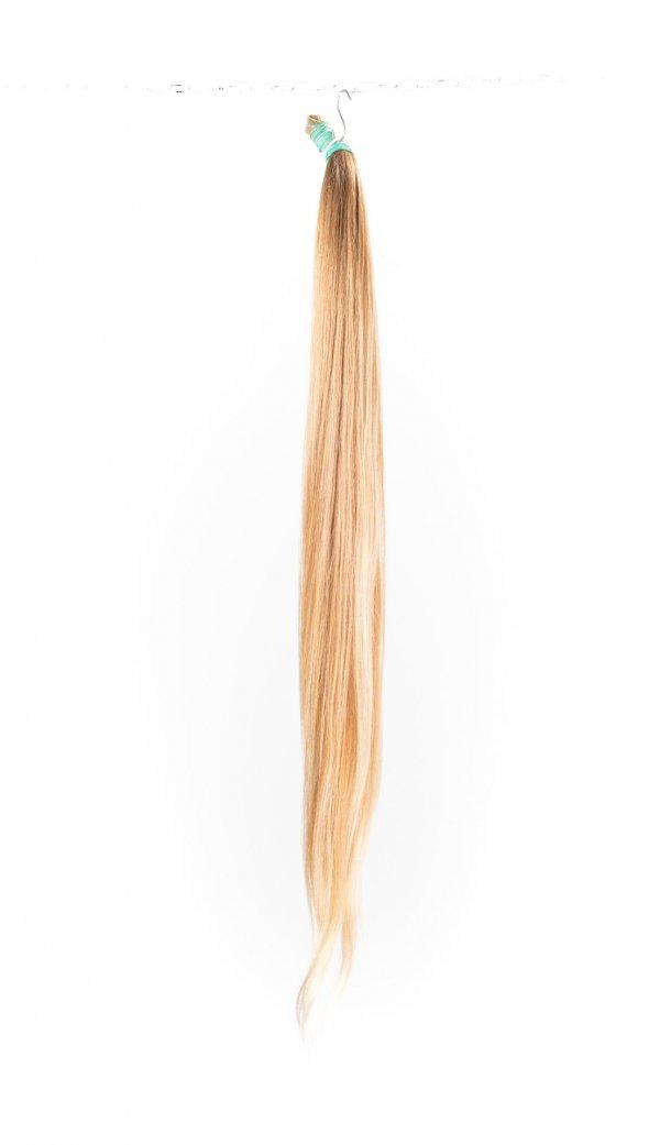 Dlouhé nebarvené světlé odstíny přírodních vlasů.