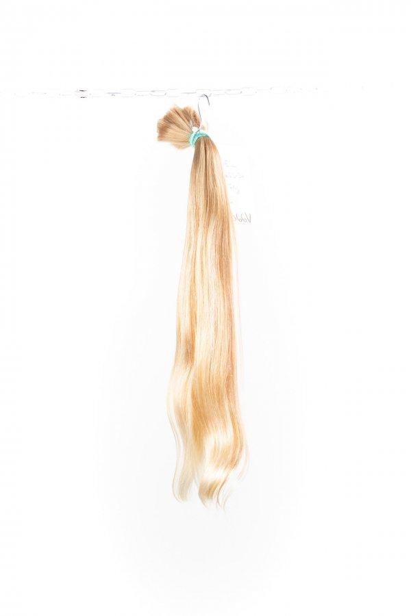 Přírodní blond odstíny na prodlužování vlasů.