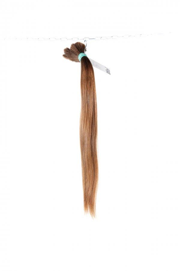 Středně hnědé české vlasy