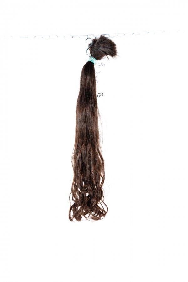 Jemné vlnité tmavě hnědé vlasy