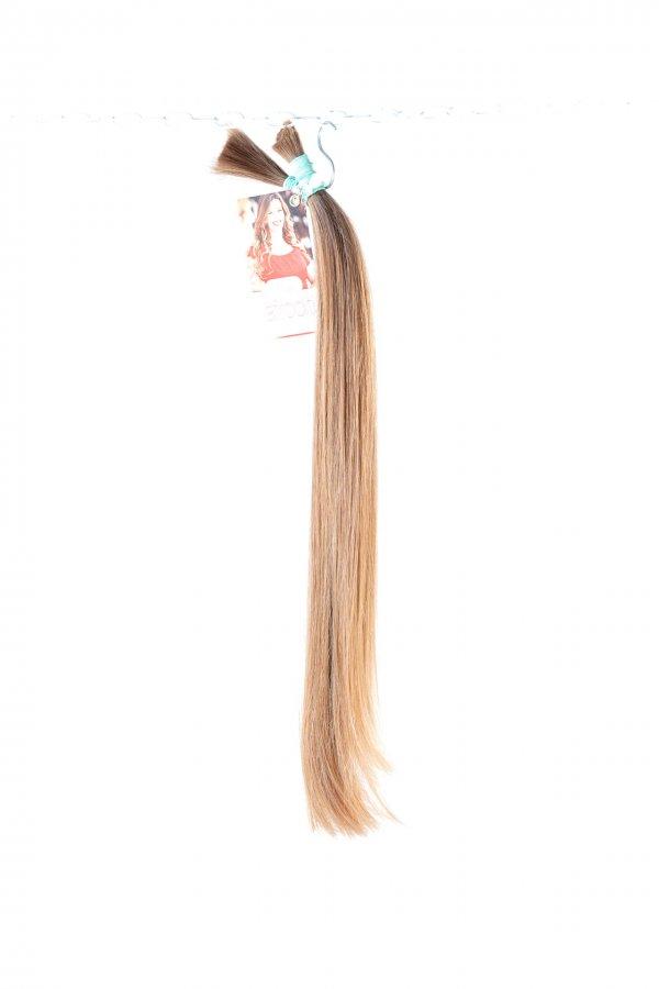České rovné vlasy s lehkou strukturou