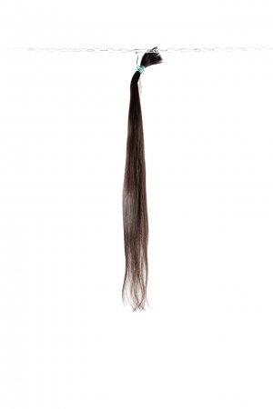 Tmavě hnědé vlasy jemné