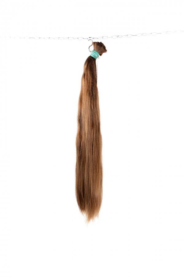 Husté české vlasy ve středně hnědém odstínu