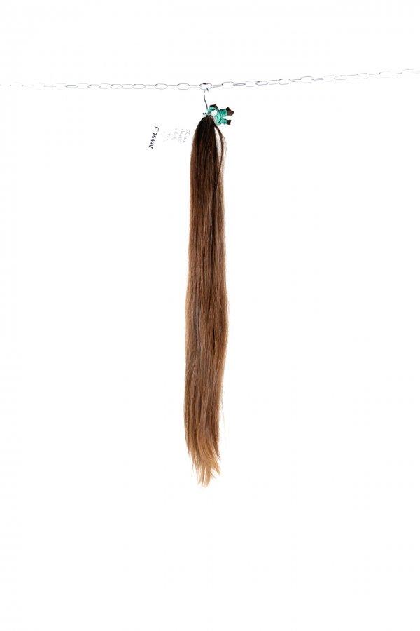Středně hnědé rovné vlasy k prodloužení