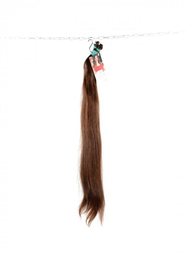 Středně hnědé rovné vlasy