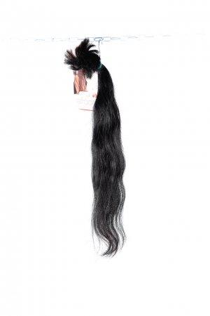 Černé jemně vlnité vlasy