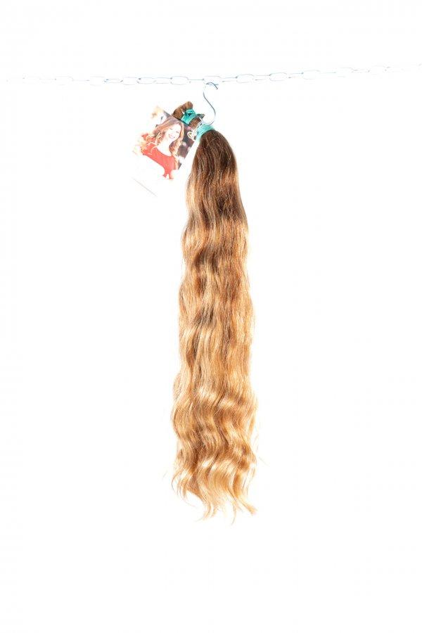 České světlé vlasy vlnité