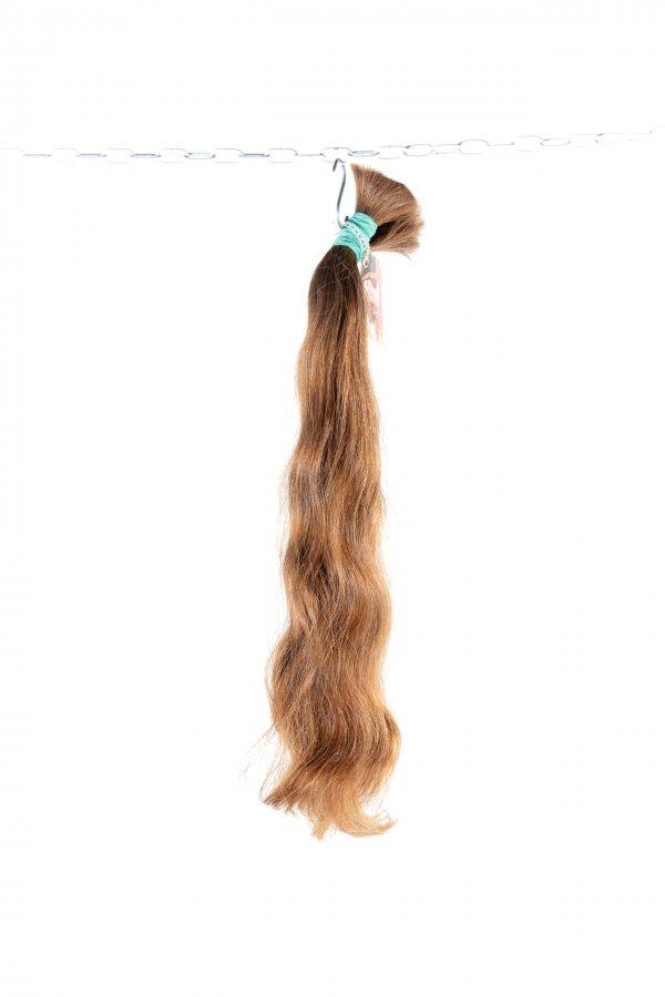 Objemné vlnité vlasy světle hnědé