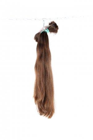 Objemné vlasy ve středně hnědém odstínu