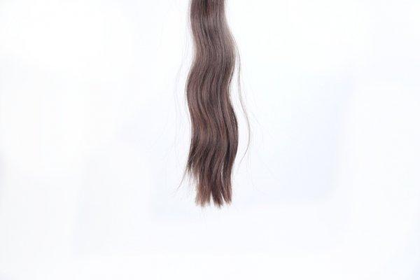 Vlnité Řecké vlasy v přírodním odstínu
