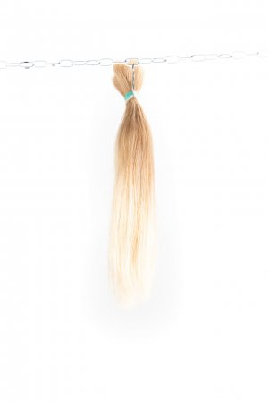Rovné světlé blond vlasy k prodlužování vlasů.