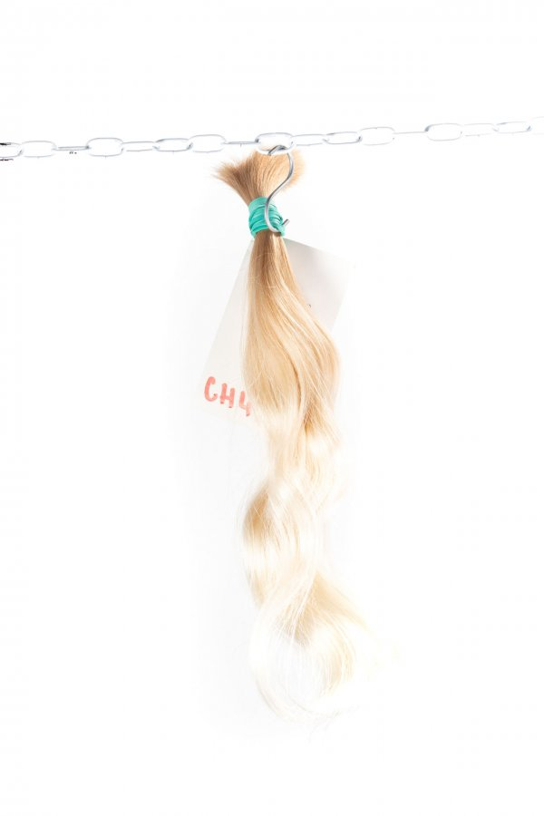 Vlnité dětské nebarvené jemné vlasy k prodlužování.