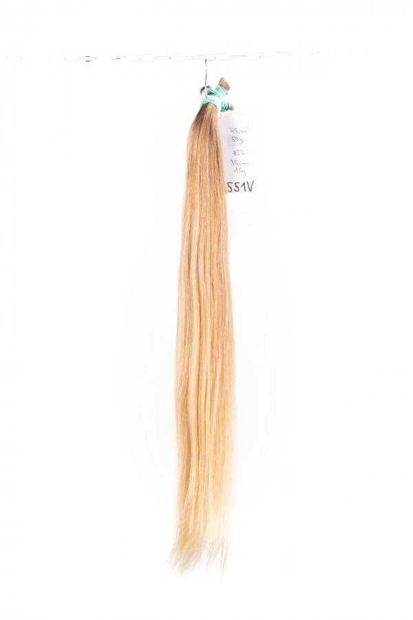 Jemné rovné blond vlasy k prpdloužení